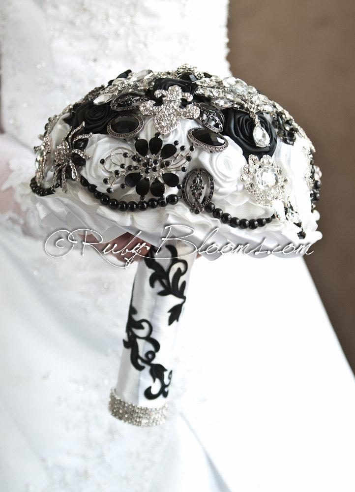 "Mariage - Black and White Wedding Brooch Bouquet. Deposit ""Fleur De Lis"", New Orleans Heirloom Bouquet. Bridal Broach Bouquet, Ruby Blooms Jewelry"