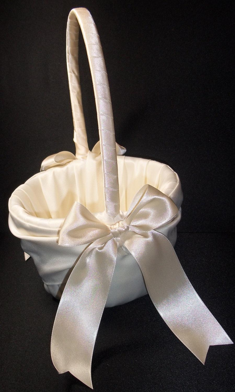 Свадьба - White or Ivory   Wedding Flower Girl Basket
