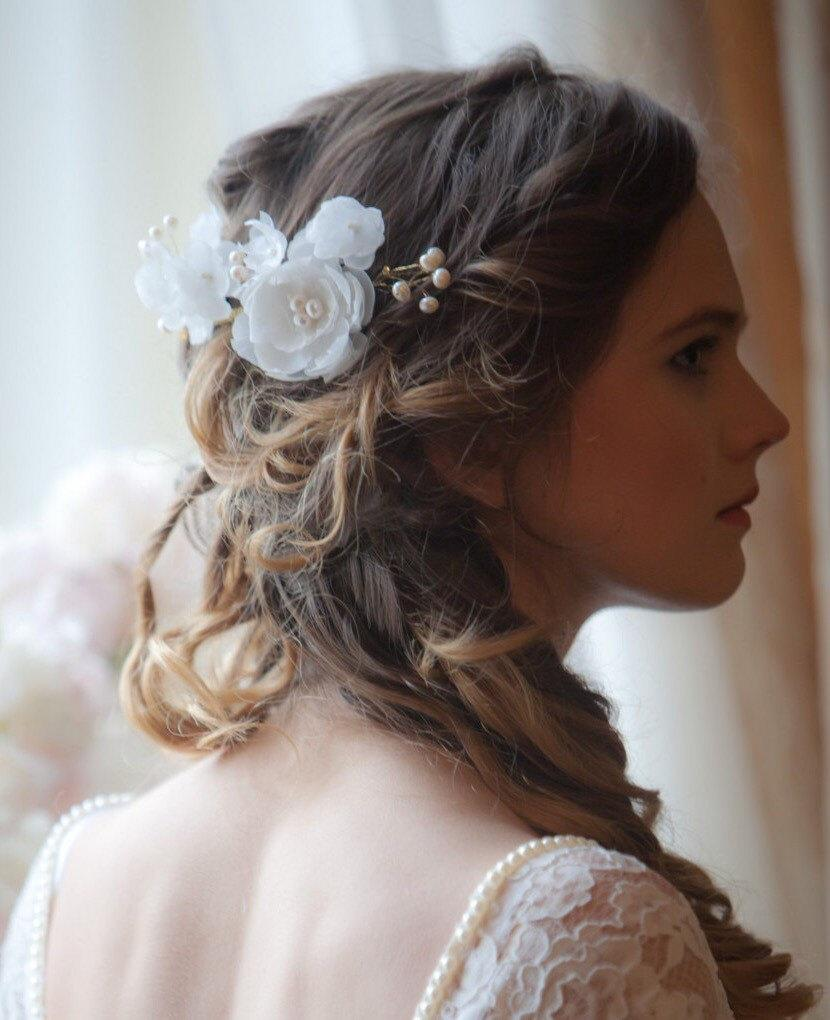 زفاف - Pearl and flower comb, Ivory bridal comb, Ivory pearl and flower comb, Wedding hair accessories, Gold pearl spray comb