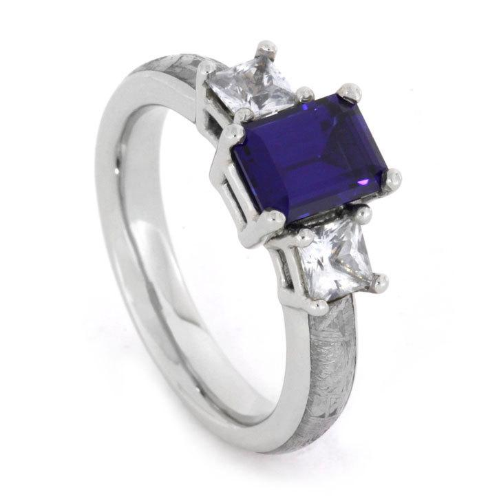 Mariage - Blue Sapphire Engagement Ring Flanked by White Sapphires set on White Gold Ring inlaid with Meteorite