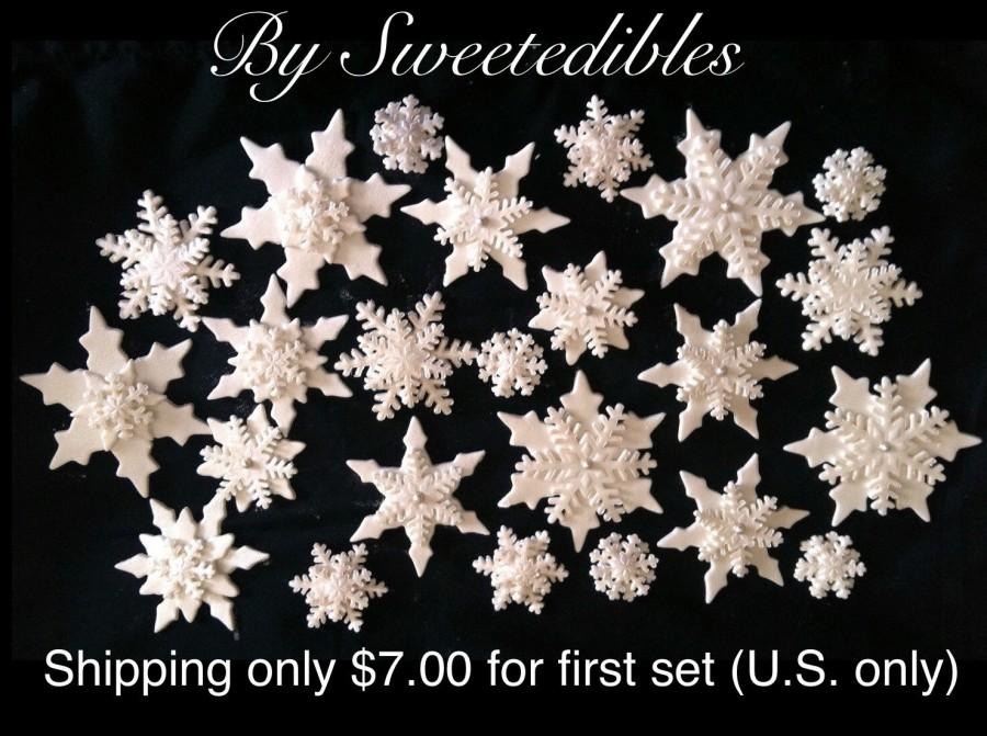 Hochzeit - Gumpaste Snowflakes in Assorted Sizes and Style