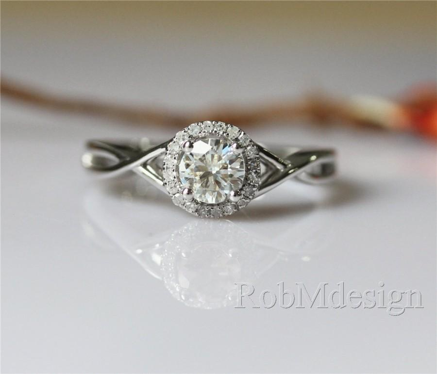 Mariage - New Design 14K White Gold Moissanite Engagemnt Ring VS 6.5mm Round Moissanite Ring Halo Diamonds Plain Ring Band (5mm Moissanite Acceptable)