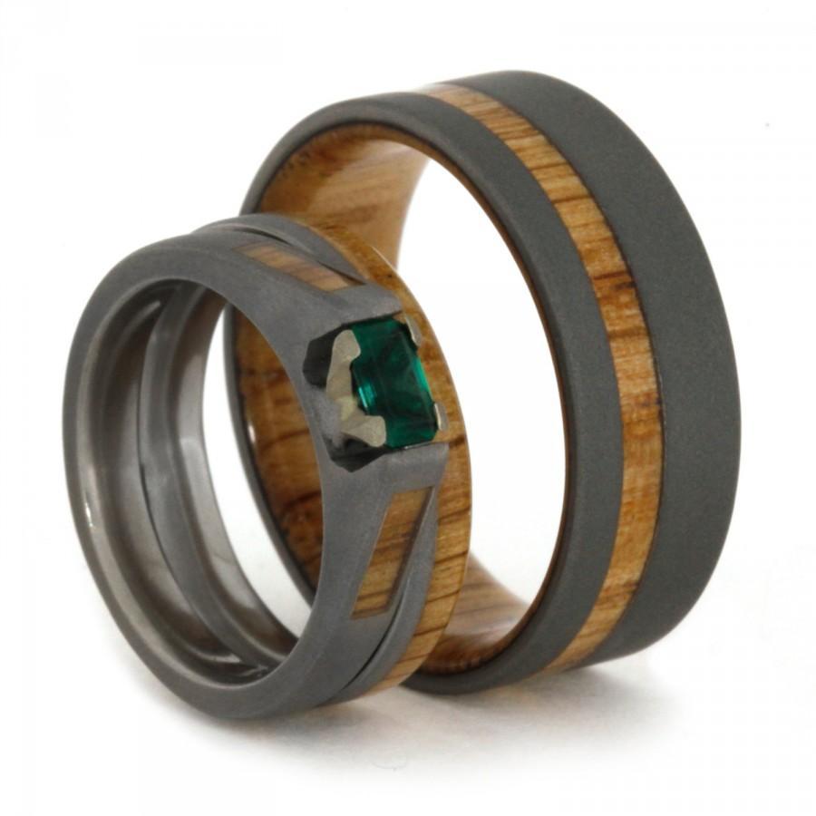 Mariage - Wedding Ring Set featuring Oak Wood and Sandblasted Titanium, Wood Wedding Bands and Emerald Engagement Ring