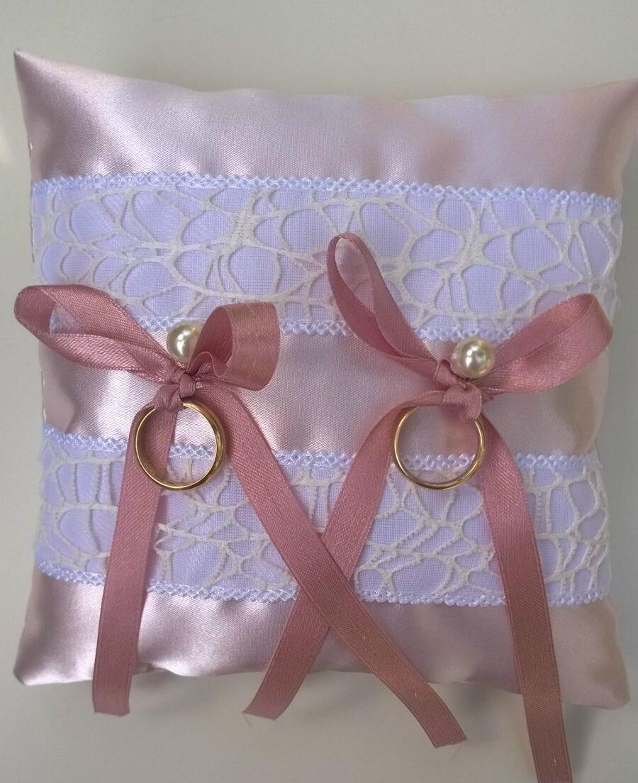 Свадьба - Wedding ring pillow pink satin and lace - Size 6,70ches . Pink satin, bride, rings