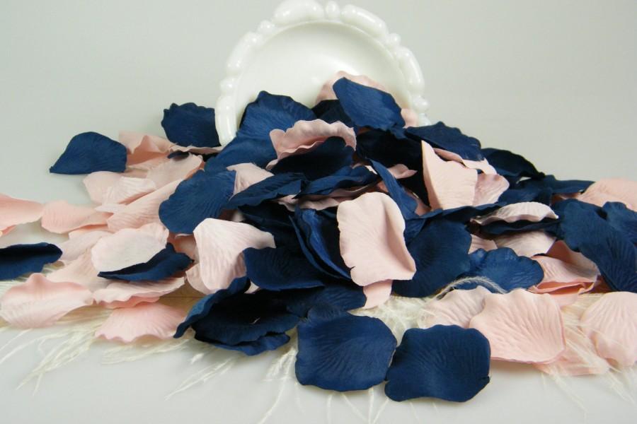 Свадьба - Blush Pink and Blue Rose Petals