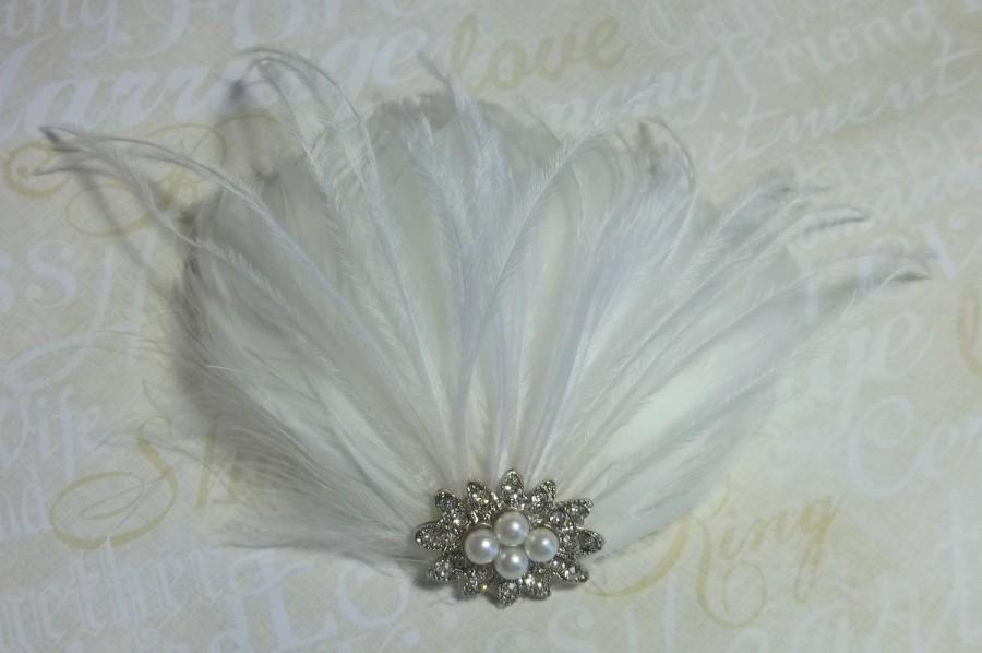 Свадьба - Bridal Fascinator, Wedding Fascinator, Feather Fascinator vintage style jeweled center, hair clip accessory, COLOR CHOICE