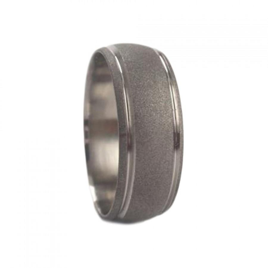 Свадьба - Sandblasted Titanium Wedding Band With Grooved Pinstripes, Titanium Ring For Men or Women