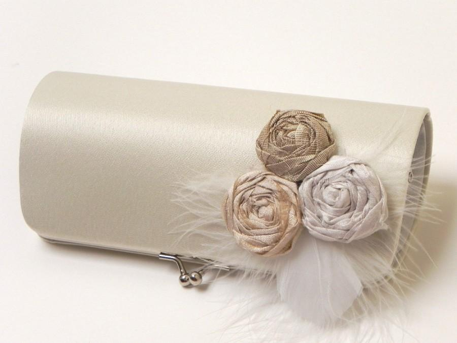 Mariage - Bridal Clutch in Ivory - Feather Clutch - Formal Bridesmaid Clutch - Kisslock Snap Frame - Ivory Off White Champagne White