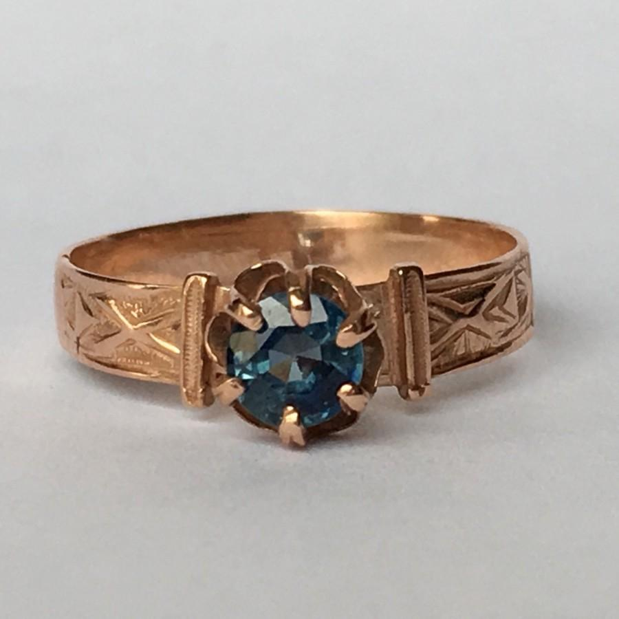 Mariage - Vintage Blue Topaz Ring in 10k Rose Gold Setting. Unique Engagement Ring. Estate Jewelry. November Birthstone. 4th Anniversary Gift.