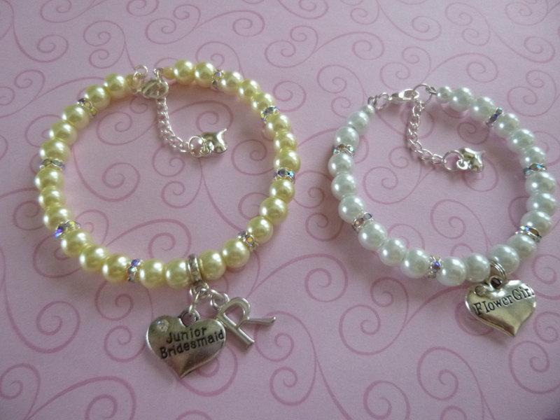 Mariage - Personalized Pearl Flower Girl or Junior Bridesmaid Bracelet,  Flower Girl Charm Bracelet, Junior Bridesmaid Bracelet, Flower Girl Jewelry