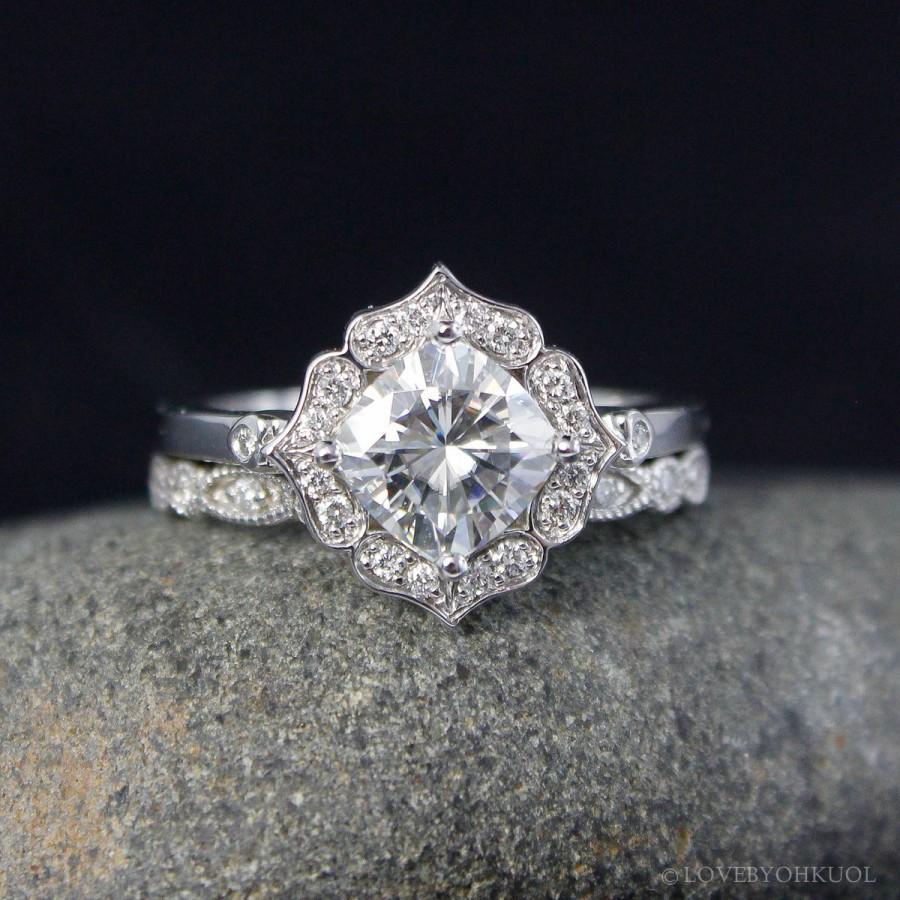 Mariage - Forever Brilliant Diamond Halo Cushion Cut Engagement Ring - Leaf Miligrain Wedding Band