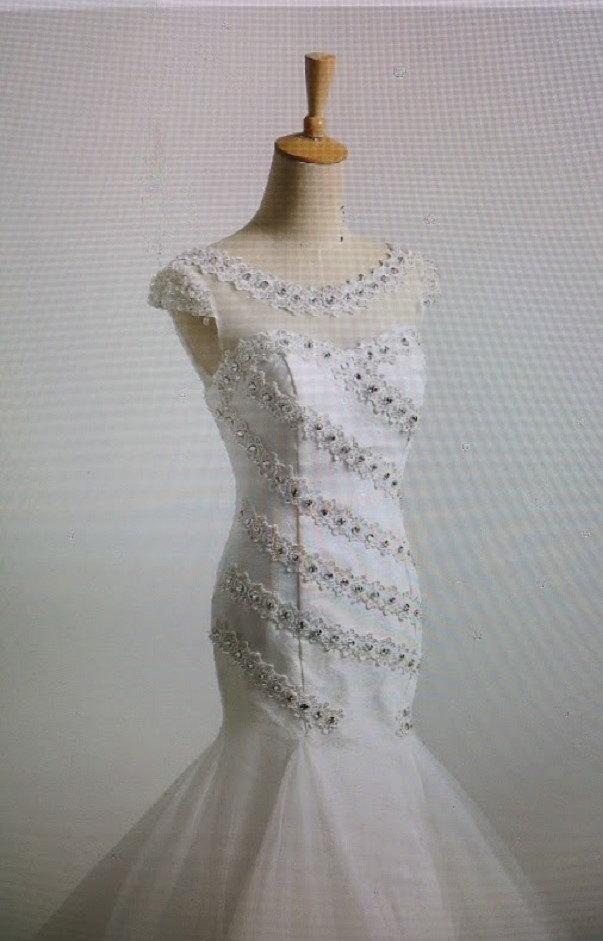 Hochzeit - Lace up back Mermaid wedding dresses short sleeve  bridal dress with Bling  beading  vintage wedding dresses