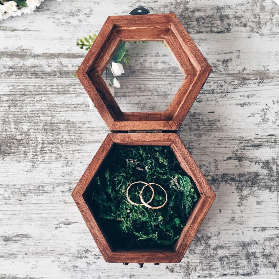 Hochzeit - Ring holder with moss, Ring Bearer Box, Wedding Ring Box, Rustic Ring Box, Wedding Ring Holder, Wedding decor, Wood Box, Woodland wedding