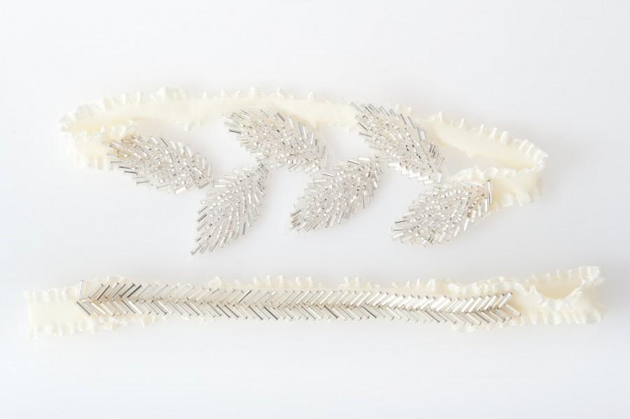Mariage - silver wedding garter set with beaded leaves and trim