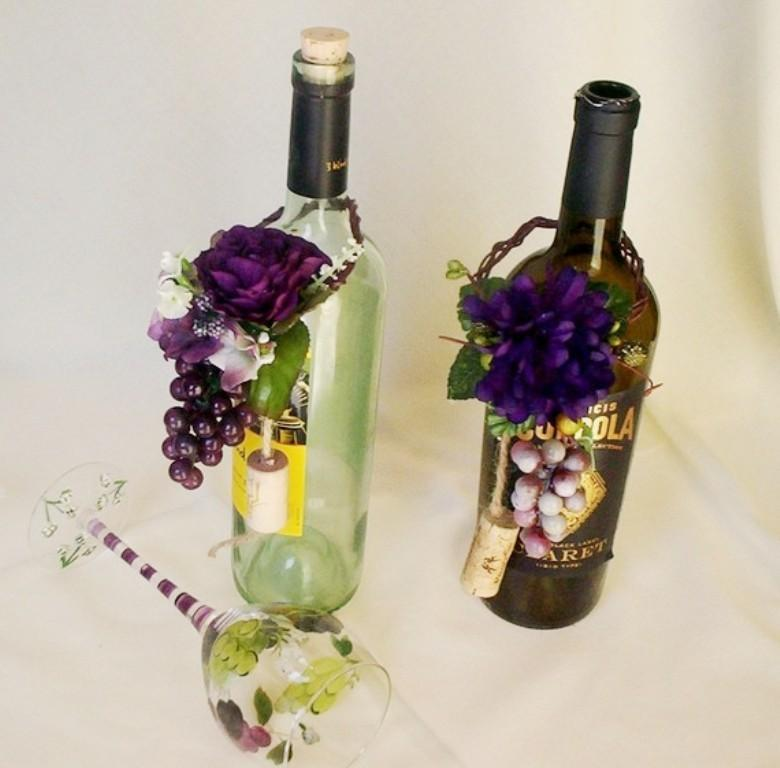 Table Decor With Wine Grapes
