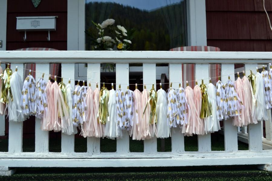 Свадьба - Wedding  tassel garland - Pink and gold Tassel Garland - Bridal Shower Tassels - Baby Girl Nursery - Shabby Chic Decor - Tassel Garland