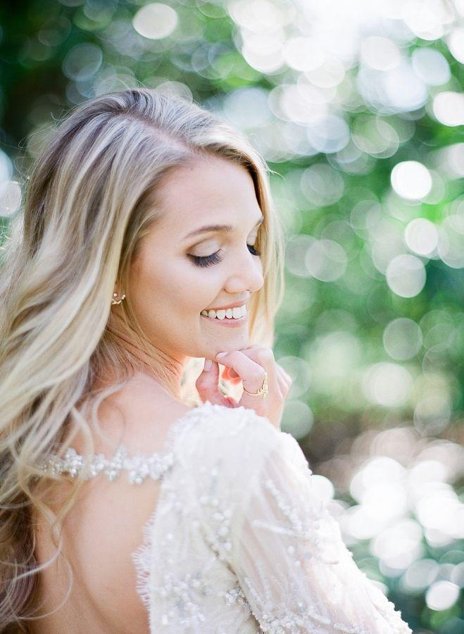 Свадьба - Style Meets Southern Charm For This Fashion   Floral Filled Bridal Shoot