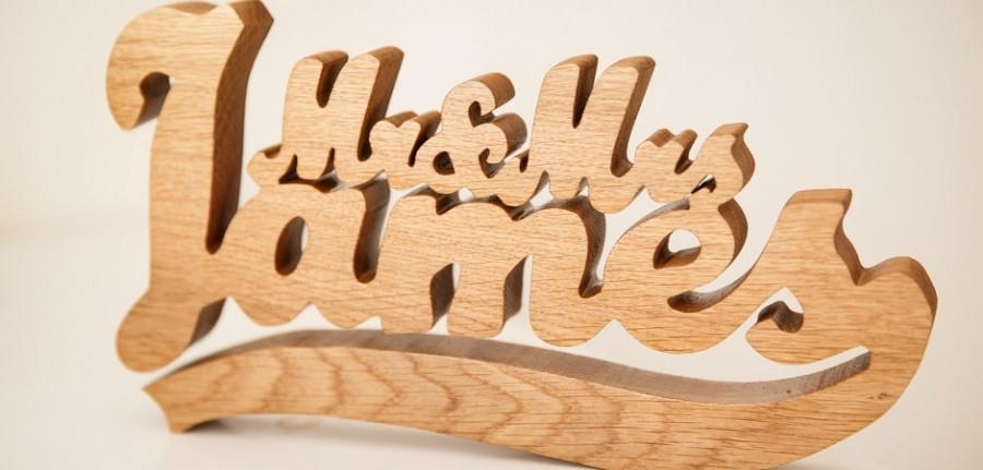 Wedding - Personalised Mr and Mrs Wooden Name Freestanding Wedding Sign Gift Plaque - Oak Wood