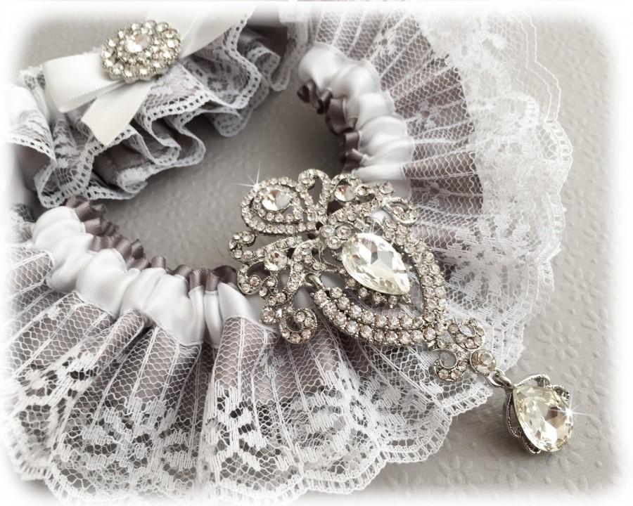 Свадьба - Vintage Inspired Gray Garter Set, Gray Bridal Garter Set, Lace Garter Set, White Lace Wedding Garter Set, Crystal Garter Set