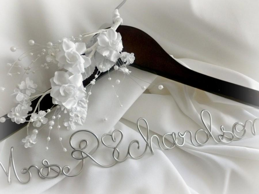 Свадьба - Wedding Coat Hanger, Personalized With Satin, Silk Flowers & Pearls