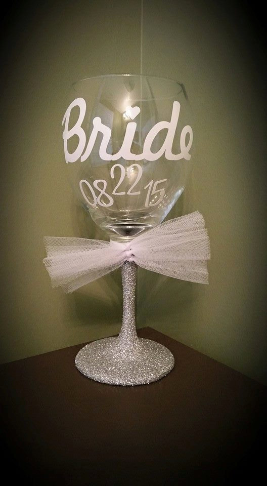 Свадьба - BRIDE Glitter Stemmed Wedding Wine Glass for the Bride to Be; Wedding Present; Bachelorette Present; Bridal Shower Present; Bride Present