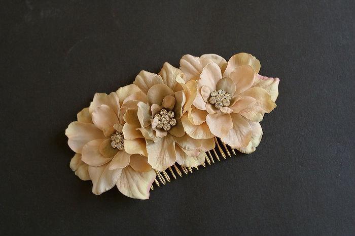 Mariage - Rustic Wedding Hair Comb, Bridal Flower Comb, Bridal Hair Accessories, Floral Fascinator, Bridal Headpiece, Wedding Hairpiece Champagne Gold