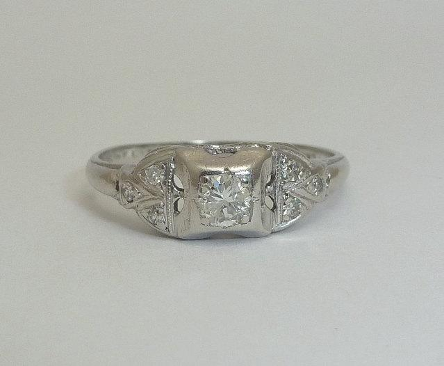Свадьба - SALE! Delightful Art Deco 0.31ct Diamond Ring in Platinum