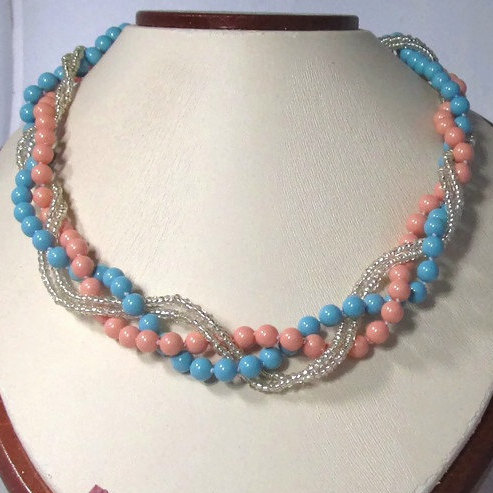 Mariage - Chunky bridesmaid jewelry Chunky pearl necklace Coral bridesmaid necklace Bridal party gifts Turquoise coral wedding jewelry Beach wedding