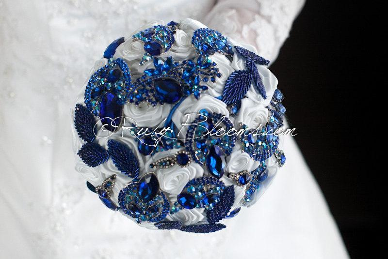 "Mariage - Royal Blue Wedding brooch bouquet. ""Tropical Iceberg"" Rhinestone White Navy Blue wedding bouquet. Jewelry Bridal broach bouquet, Ruby Blooms"