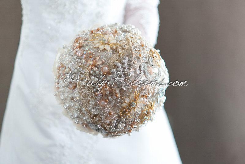 "زفاف - Gold, Silver Ivory Wedding brooch bouquet. ""Golden Eclipse"" Crystal Pearls Brooch Bouquet. Heirloom Bridal broach bouquet, Ruby Blooms"