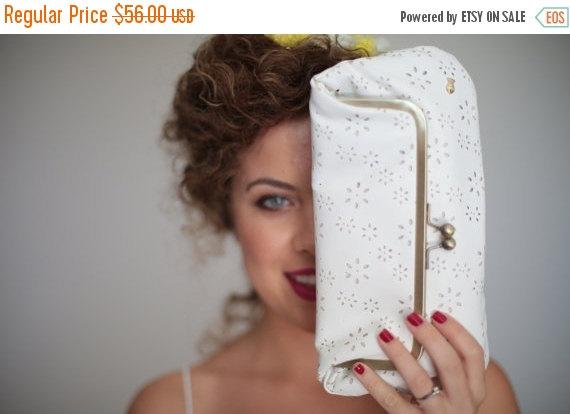 Mariage - SALE White kiss lock purse, Bride, fold over clutch bag, Handbag, wedding bag, bride gift, wedding clutch purse, white small bag, Bridesmaid