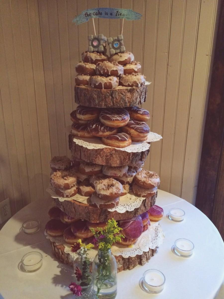 Свадьба - Rustic Wood Tree Slice 4-tier Donut or Cupcake Stand for your Wedding, Event, or Party (As seen on HGTV.com) Vintage, Shabby Chic