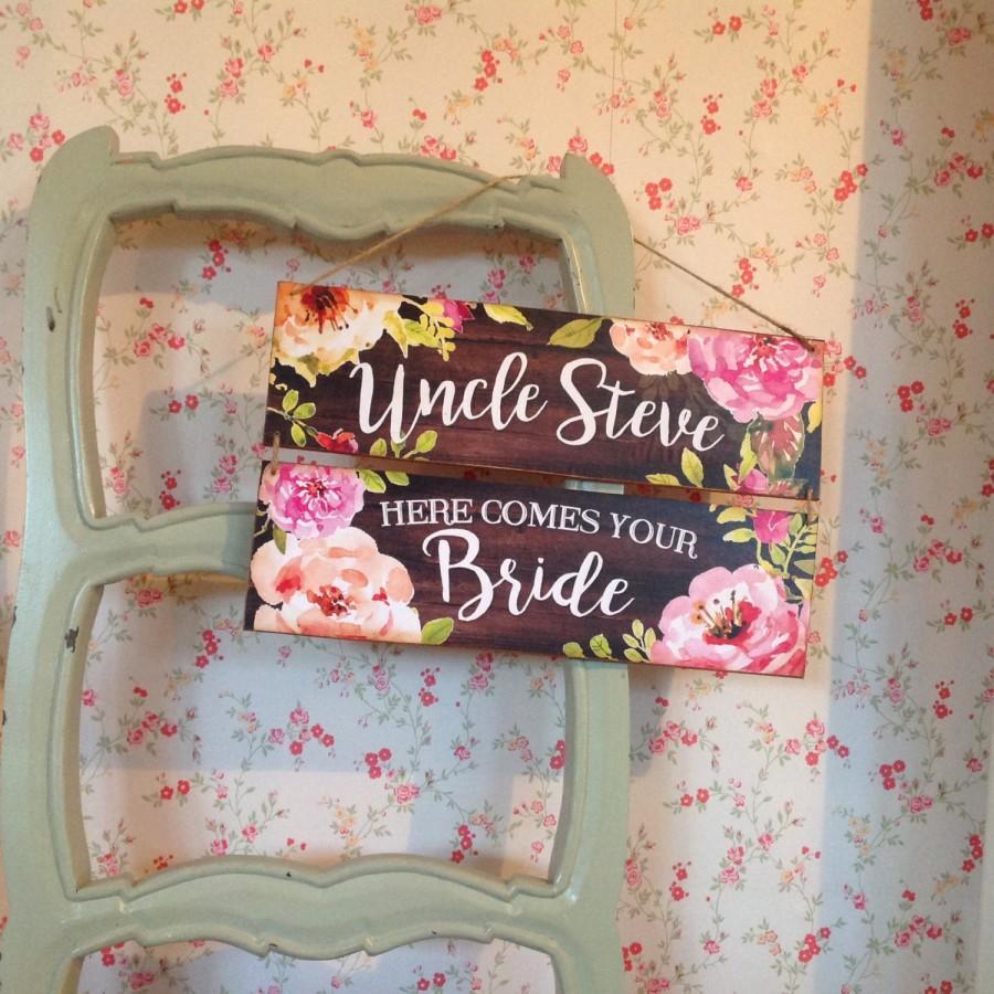 زفاف - Here comes the bride sign, Last Chance to Run Sign, wedding decor, pageboy or flower girl sign, Photo Prop, ring bearer sign