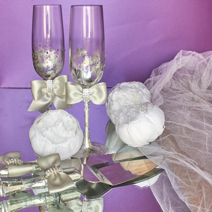 زفاف - Winter wedding glasses, Silver wedding flutes, Wedding champagne flutes, Personalized wedding glasses, Engagement glasses with silver bow
