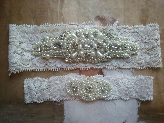 Свадьба - Wedding Garter Set - Pearl and Rhinestone Garter Set on a Ivory Lace Garter Set  - Style G20099