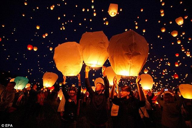 Свадьба - 10 pcs White Paper Chinese Lanterns Sky Fly Candle Lamp for Wish Party Wedding