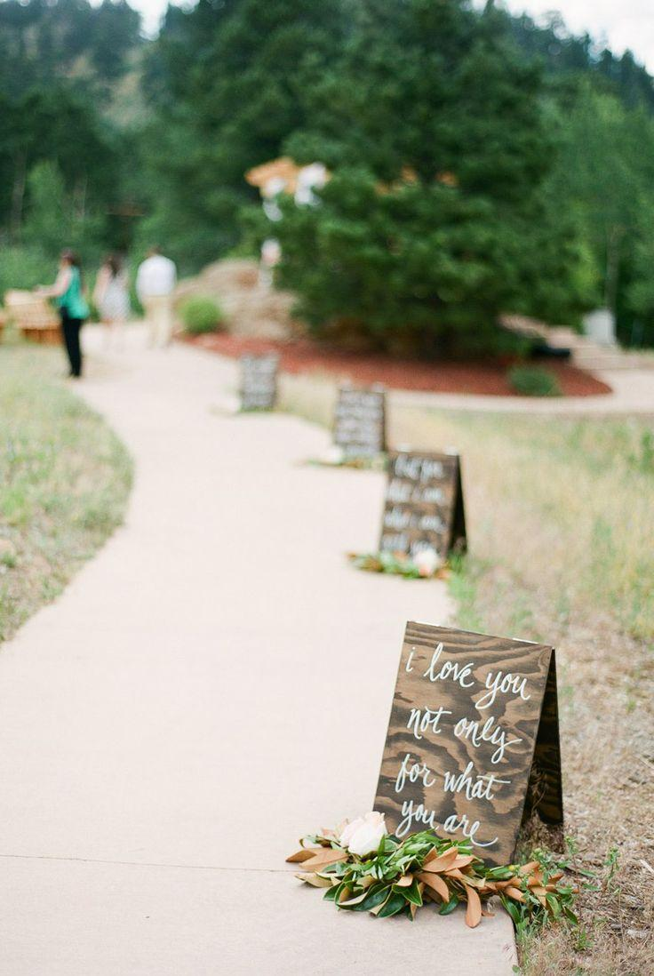 Mariage - 20 Gorgeous Walkway Ideas Leading Guests To Your Wedding Event