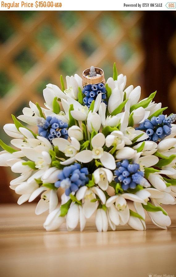 Mariage - 25% OFF Wedding bouquet and boutonniere set, handmade bridal bouquet, bouquet of polymer clay, white snowdrops and blue muscari