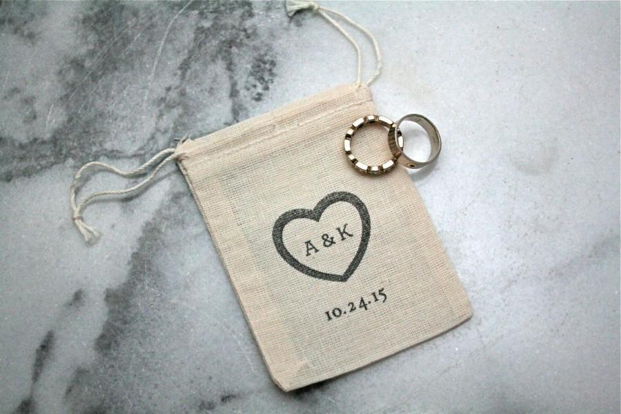 Свадьба - Personalized wedding ring bag.  Ring pillow alternative, ring bearer accessory, ring warming ceremony.  2.5x4 muslin bag.