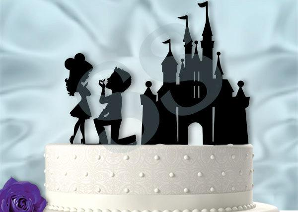 Mariage - The Big Head Version of Proposing at the Castle Wedding Cake Topper