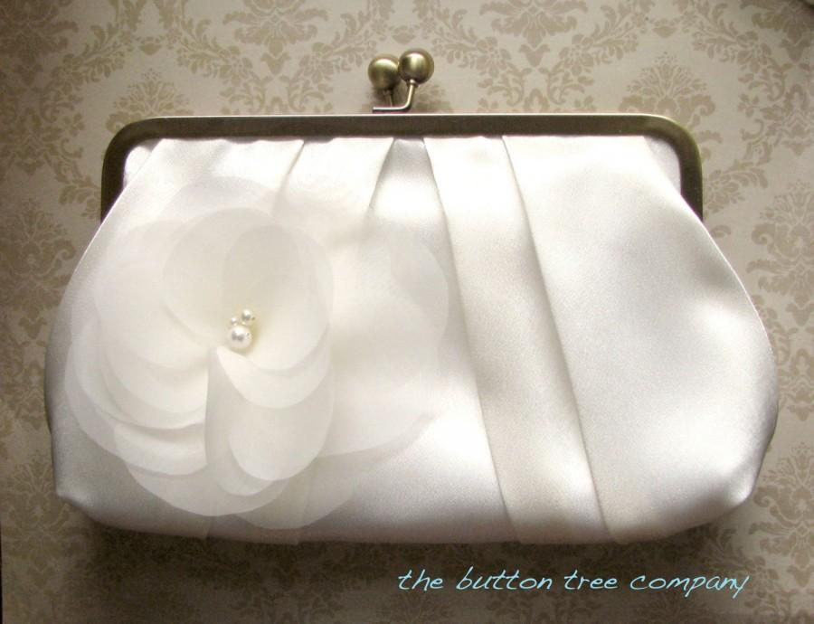 Свадьба - Ivory Wedding Clutch Purse with Ivory Flower Adornment- Custom