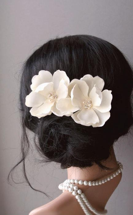 Mariage - Wedding Hair Accessories, Bridal Ivory Cream Magnolia Flower Clips, Wedding Floral Fascinator, Vintage Style Hairpiece, Bridal Hair Flowers