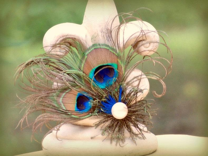 Mariage - Fascinator Comb. Stunning Peacock Feather. Spring Wedding, Bride Comb, Bridal Bridesmaid Pin, Statement Flower Hair Clip, Royal Blue Emerald