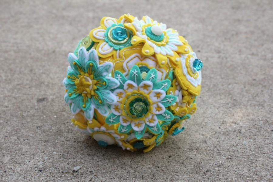 زفاف - Custom Color 12 Stem Bridesmaid Felt and Button Bouquet