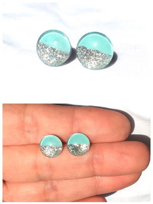 Свадьба - Round mint and silver glitter stud earrings,resin stud earrings,tiny studs,glass stud earrings,gift for her,tiny stud earrings