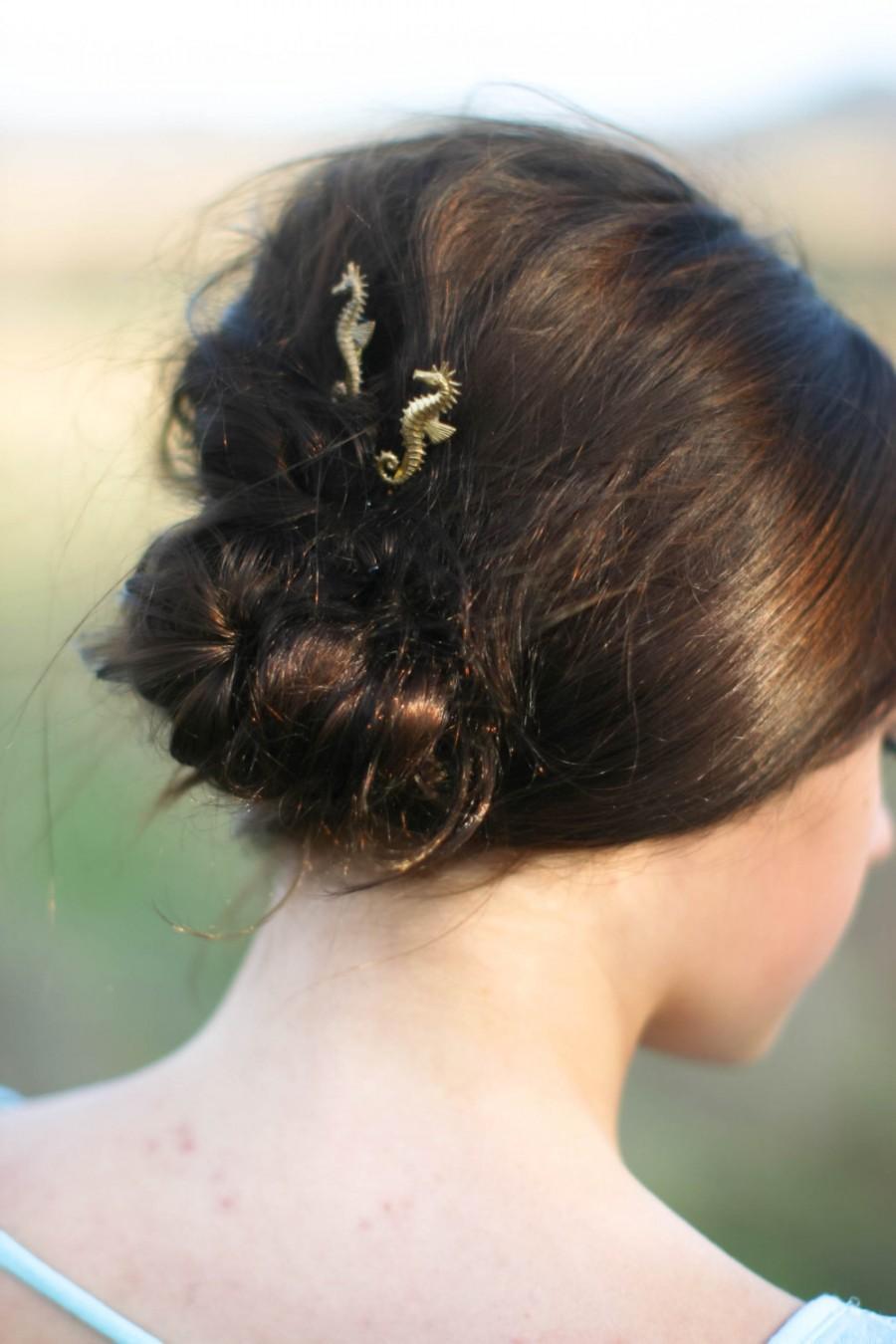Свадьба - Seahorse Hair Pins, Gold Seahorse Hair Clips, Sea Horse Hair Accessory, Beach Hair Pins, Sea Life Hair Clip, Ocean Themed Wedding Accessory