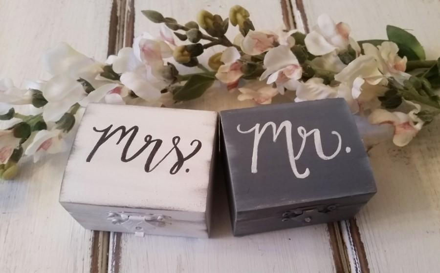 Mariage - Mr and Mrs Ring Boxes with Burlap, Ring Bearer Pillows, Ring Boxes, Bride and Groom, Rustic Weddings, Vintage Wedding, Latched Wedding Box