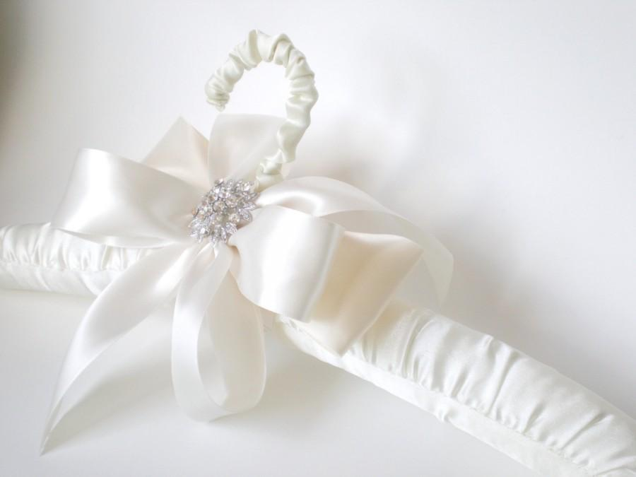 Mariage - Chic Padded Satin Bridal Dress Hanger. Grande Rhinestone Bow. Gift. Shower Gift Satin Jeweled Bow. Elegant Vogue Bride