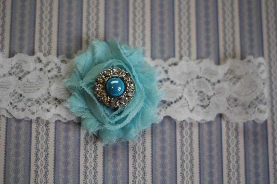 Свадьба - ELEANOR: Robin Egg Wedding Garter. White Lace Garter. Shabby Chic Flower Garter. Rhinestone Pearl Button. Something Blue.