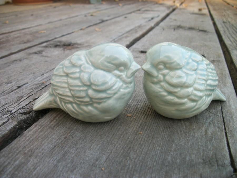 Hochzeit - Ceramic Lovebirds in Sage, Lovebirds Wedding Cake Topper, Ready to Ship, Gift for Her, Wedding Gift, Anniversary Gift, Spring Wedding